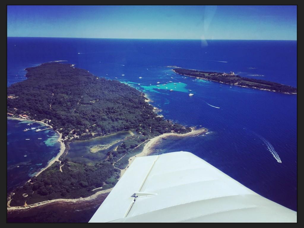 Les îles de Sainte-Marguerite juste en face de la ville de Cannes