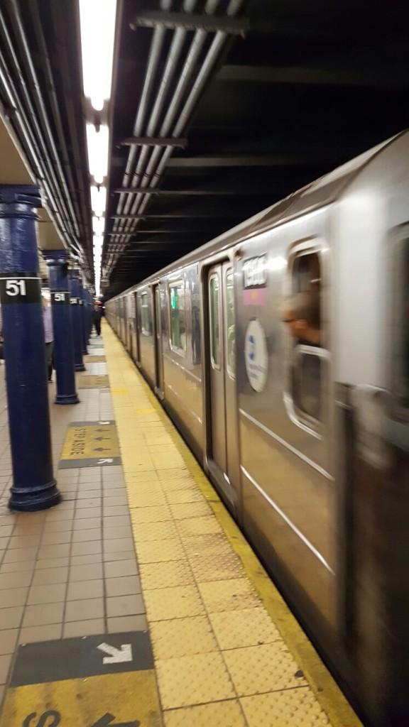 Gris argenté, la couleur officielle du métro New Yorkais.