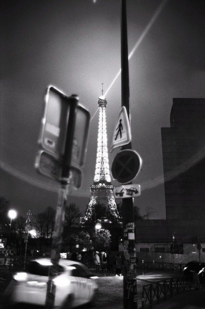 Au pied de la Tour Eiffel, Noir et blanc, Leica M6, Paris