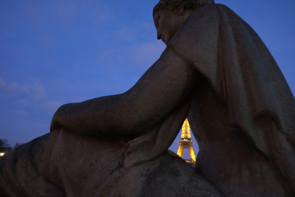 Un bout de Tour Eiffel depuis le Trocadero