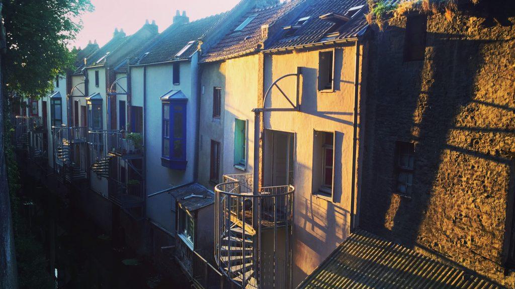 Quelques maisons picardes le long des jardins de l'évêché