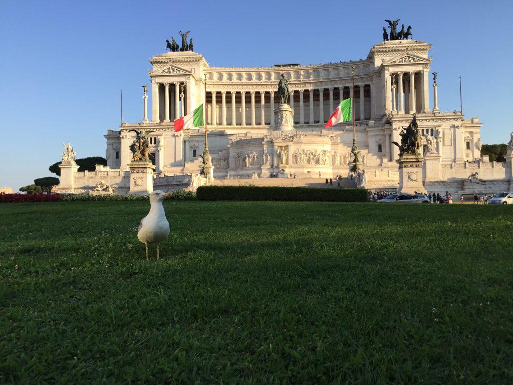 Le Palais Montecitorio est actuellement occupé par le parlement italien à Rome