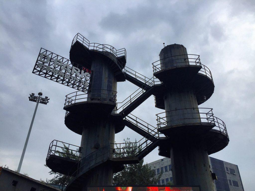 Les bâtiments industriels créent une atmosphère très spéciale et presque cinématographique