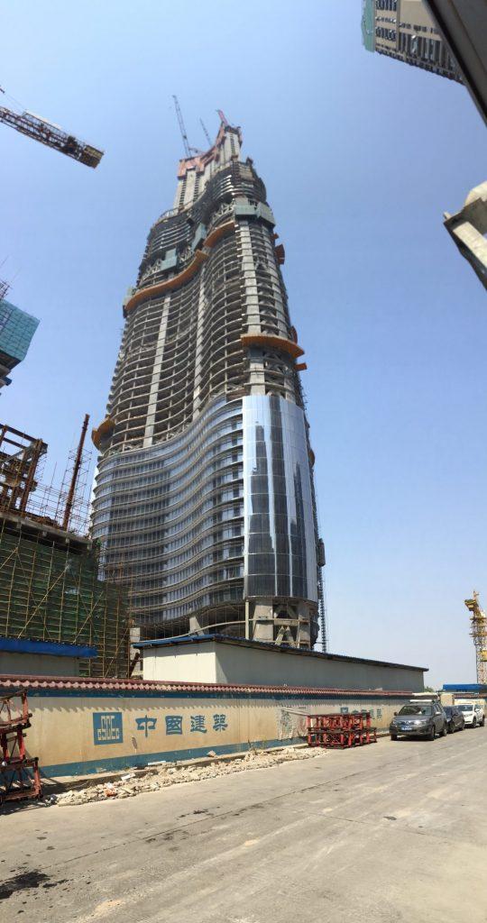 L'immense tour de Wuhan, symbole de la Chine moderne