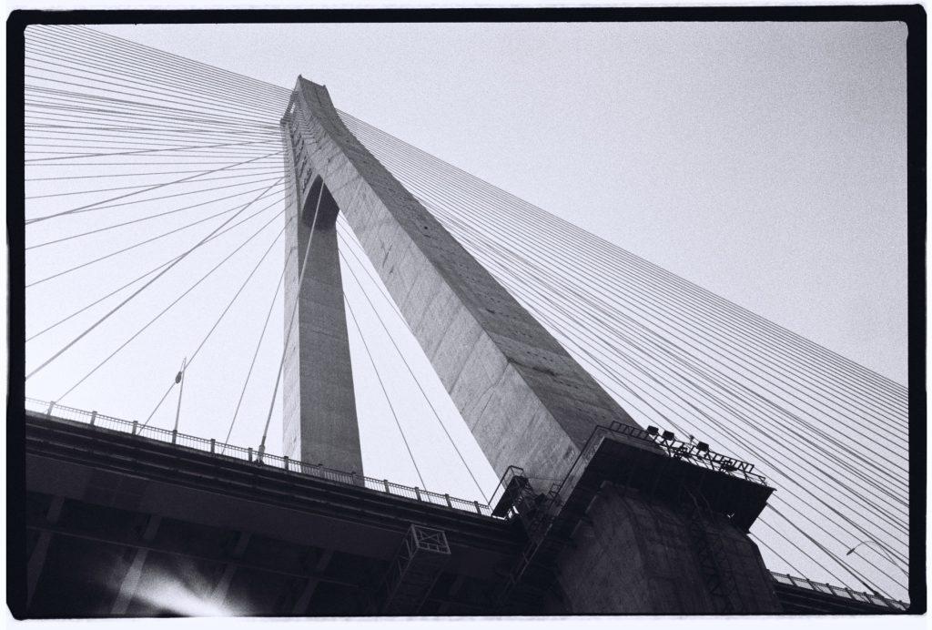 Plus de 200 mètres de haut pour la pile de ce pont à Wuhan, province du Hubei