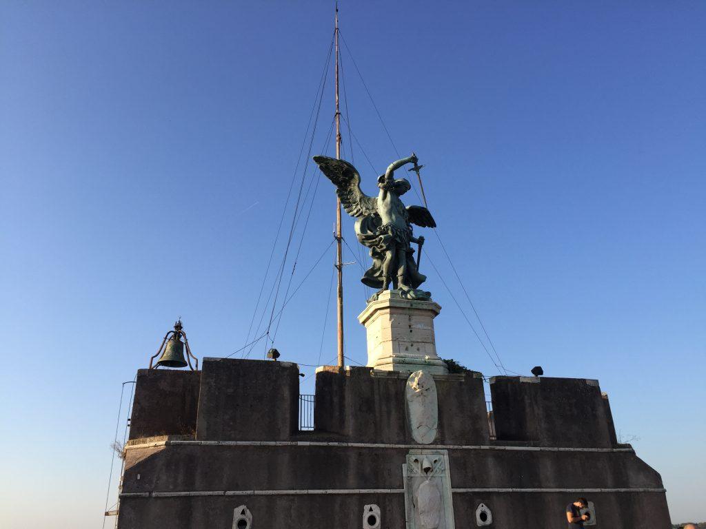 Saint Angelo tout en haut du château