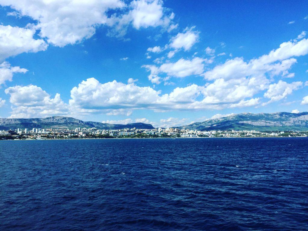 La ville de Split vue du large depuis un ferry
