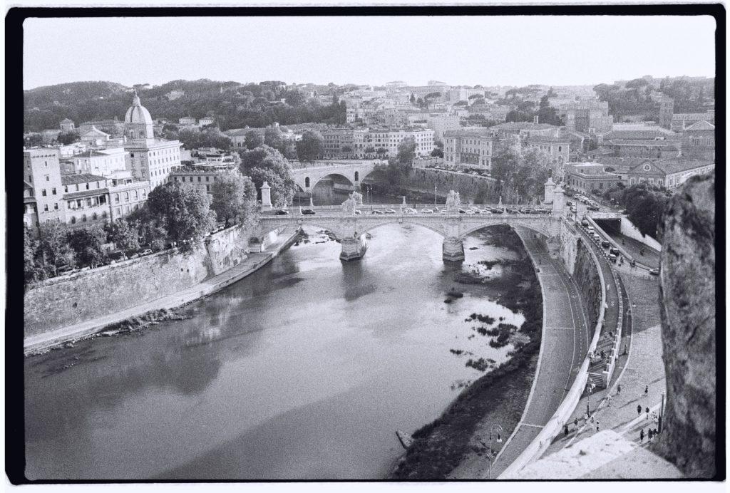 Vue sur le Tibre depuis le château Saint Angelo