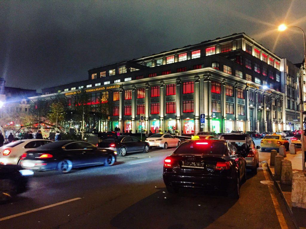 Le Tsoum la nuit, les grands magasins de Moscou