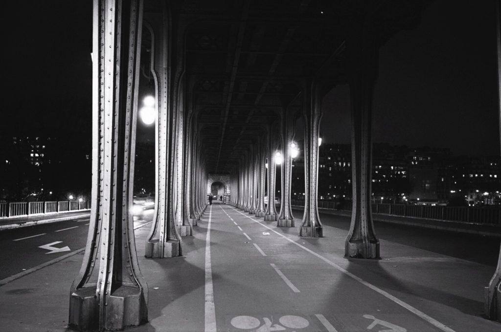 Le pont Bir Hakeim la nuit