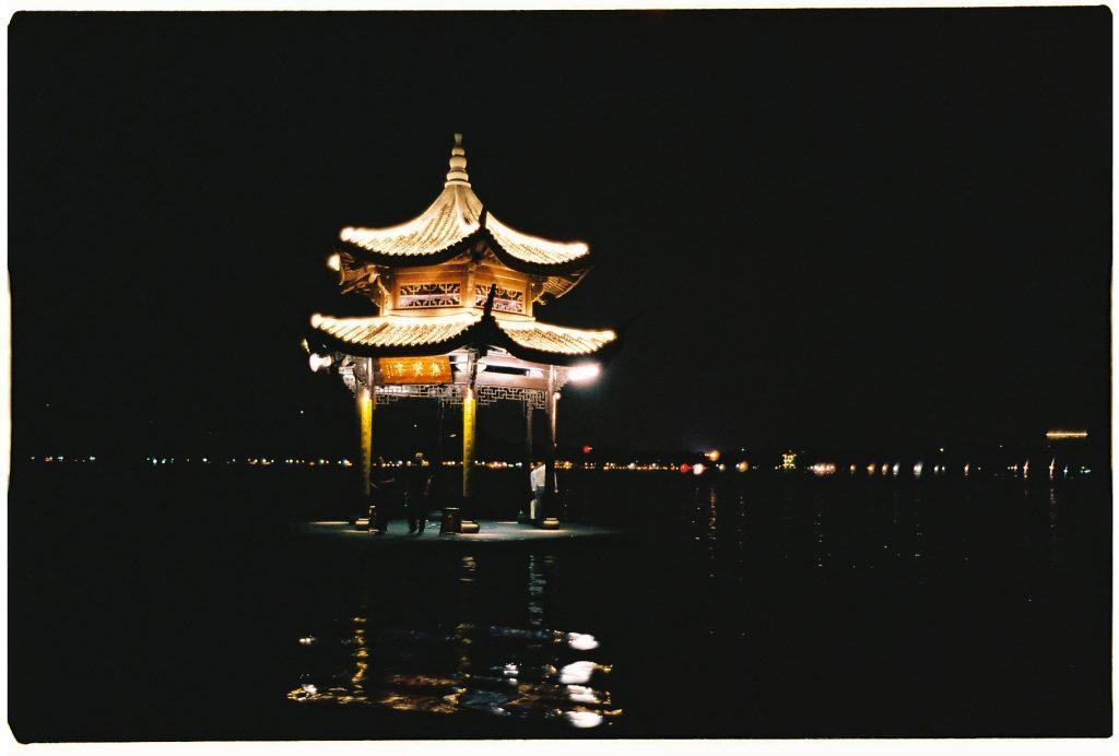 Sur les bords du lac de l'ouest à Hangzhou