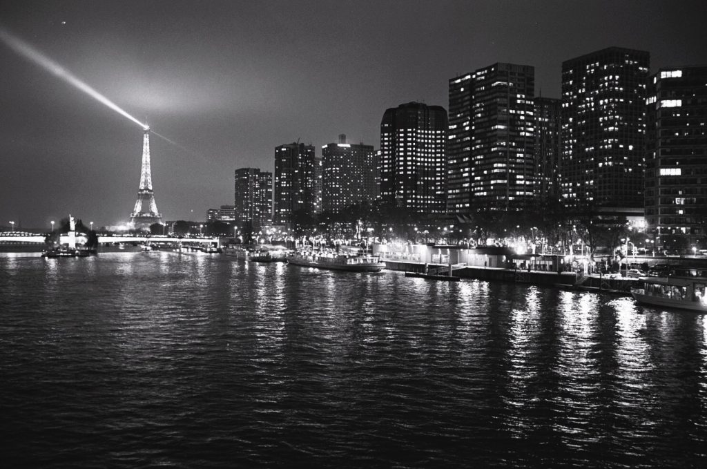 paris photos en noir et blanc et au leica m6 escale de nuit. Black Bedroom Furniture Sets. Home Design Ideas