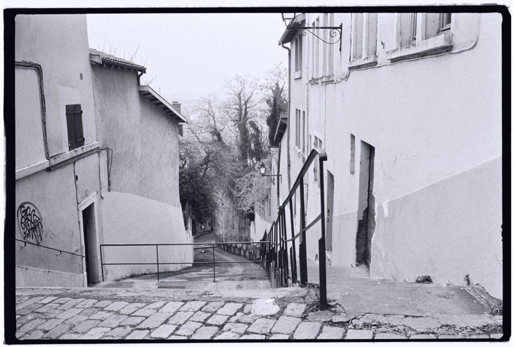 De très longs escaliers permettent de monter dans le quartier de Fourvière à Lyon