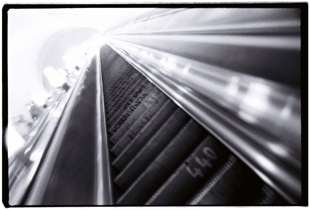 Escalateurs vertigineux du métro
