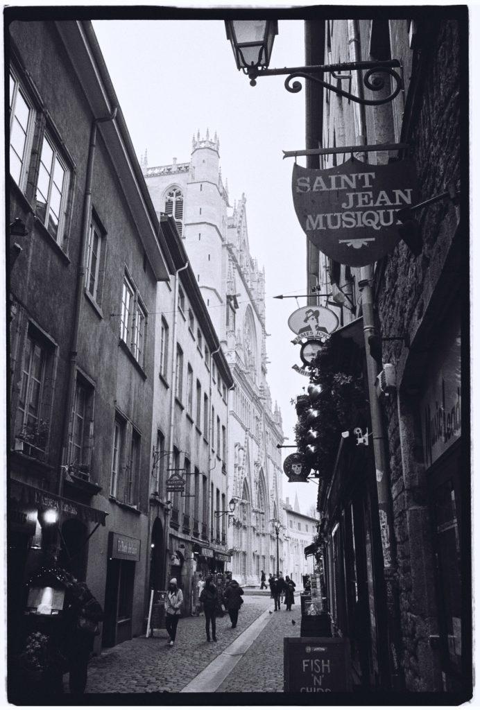 Lyon, la rue Saint-Jean et sa cathédrale