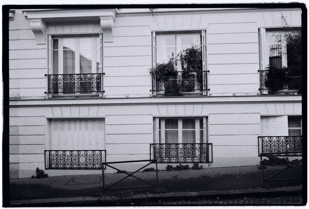 Rez de chaussée, rue Robineau à Paris