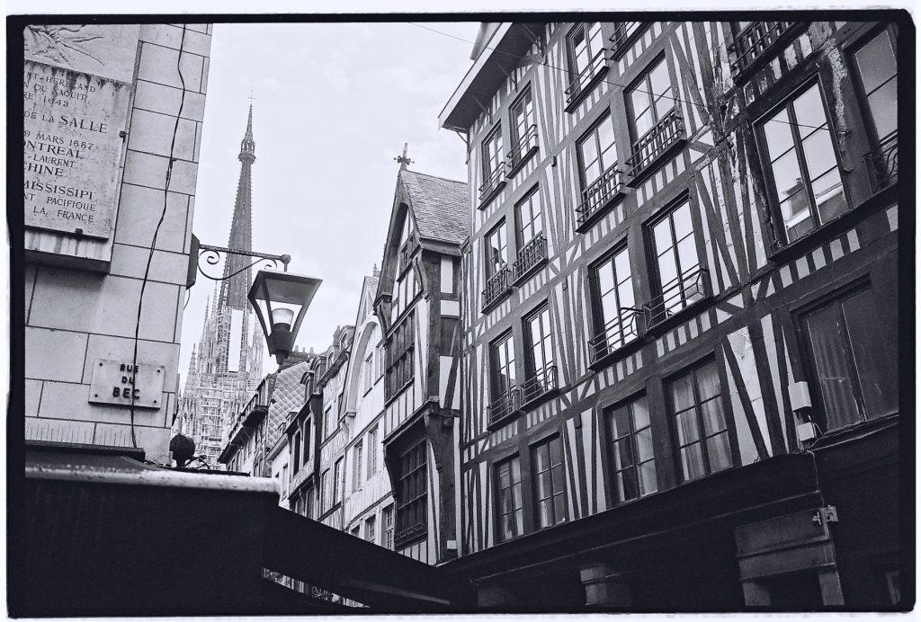 Les petites rues bordées de maison à colombages