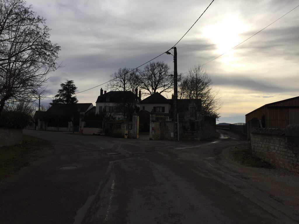 Sur la route des grands crus entre Saint-Romain et Beaune