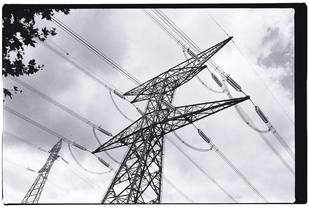 Un pylône, un petit air d'imposture artistique