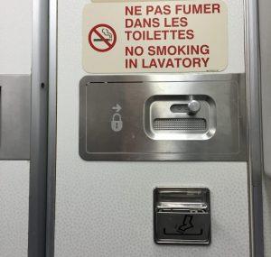 le fameux cendrier dans les toilettes d'un avion