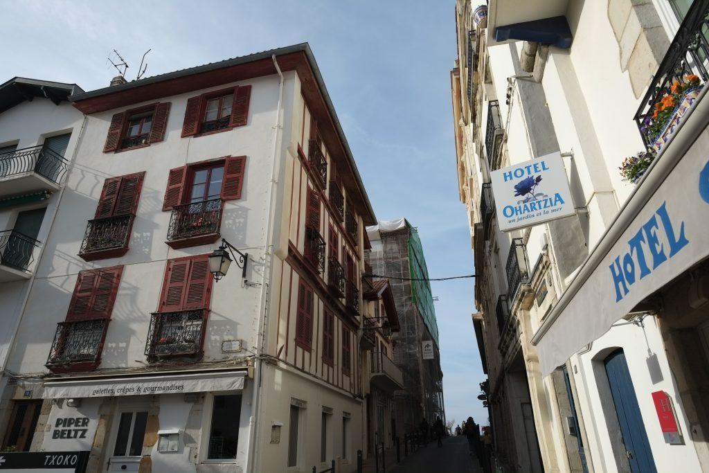 Un hôtel dans les petites rues de Saint-Jean de Luz