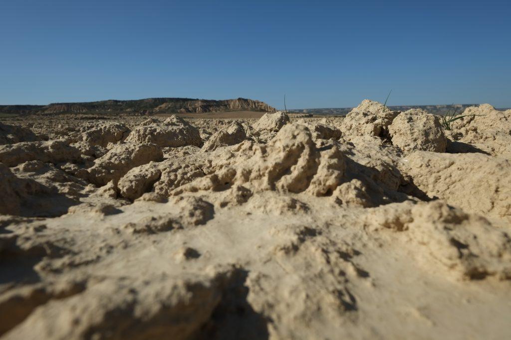 Un paysage sec, arride, un peu comme un désert, las banderas reales
