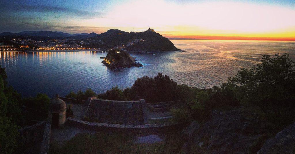 L'entrée de la baie de Concha, à San Sebastián La plus belle ville du nord de l'Espagne