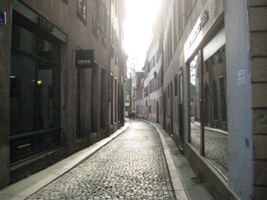 Les petites rues pavées du centre ville de Strasbourg