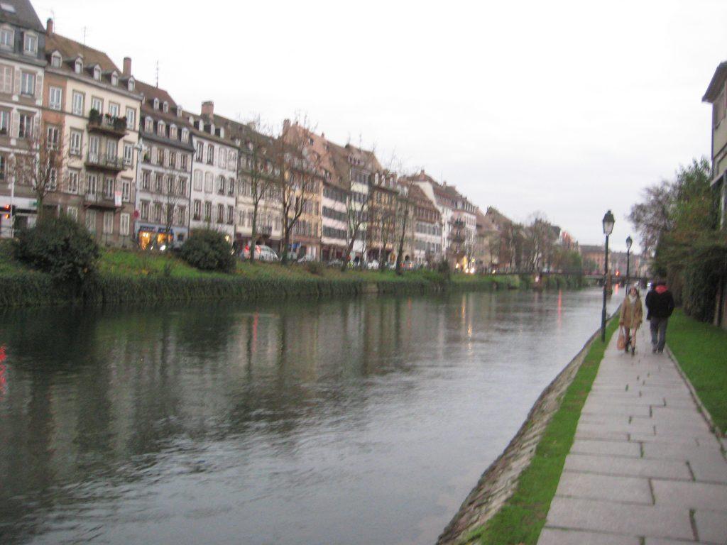 Sur les bords de l'îll à Strasbourg