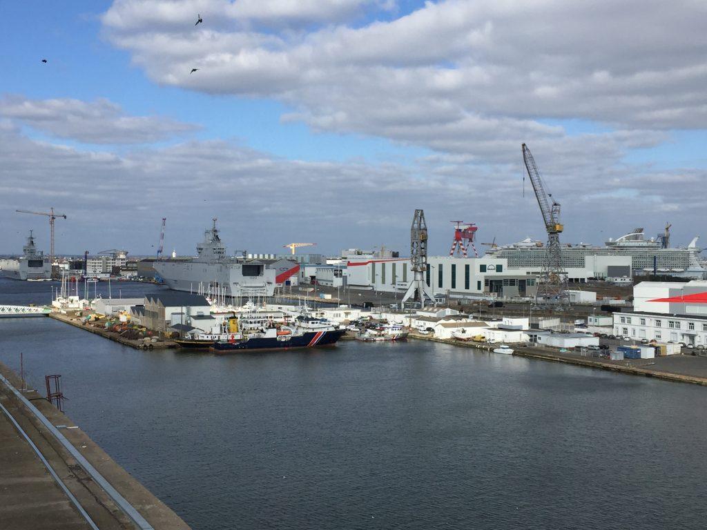 Vue imprenable sur le port de Saint-Nazaire depuis l'ancienne base de sous-marins