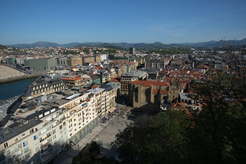 Vue sur la ville de San Sebastian depuis Sant Telmo