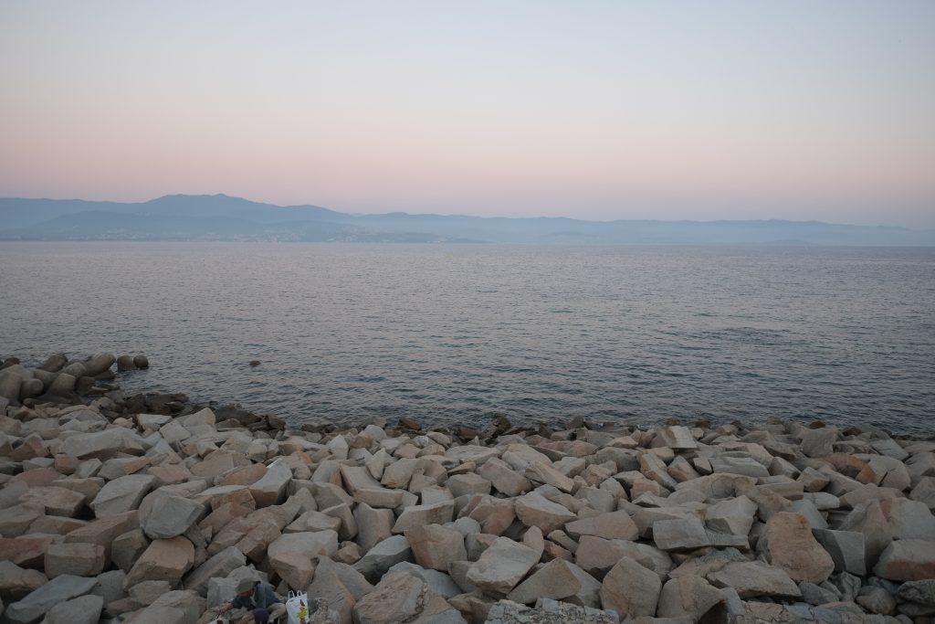Le golfe d'Ajaccio dans la brume et au crépuscule