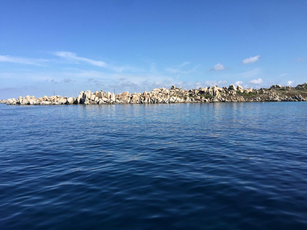 Les îles Lavezzi entre la Corse et la Sardaigne