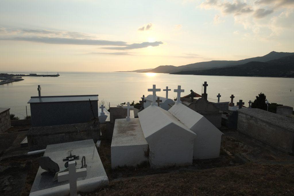 Un magnifique paysage Corse depuis le cimetière marin de Propriano
