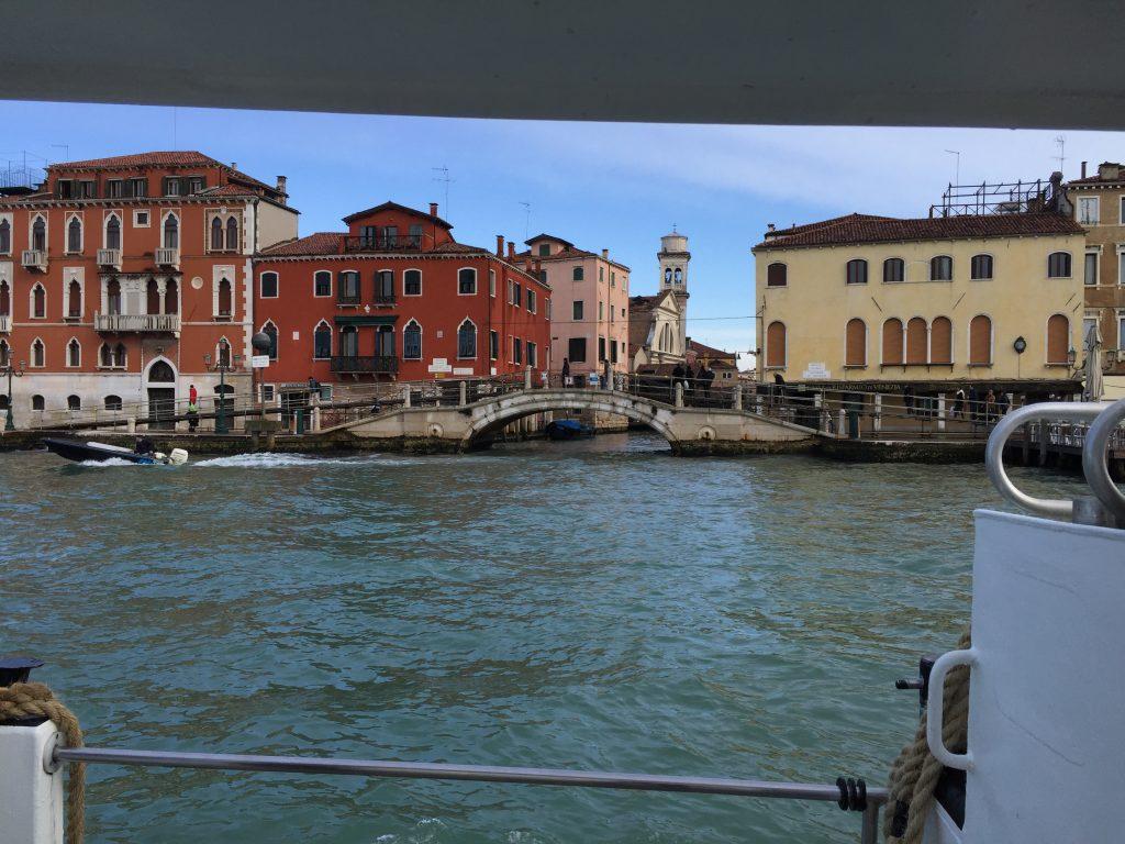 Venise vue depuis un vaporetto, l'une des villes les plus colorées du monde