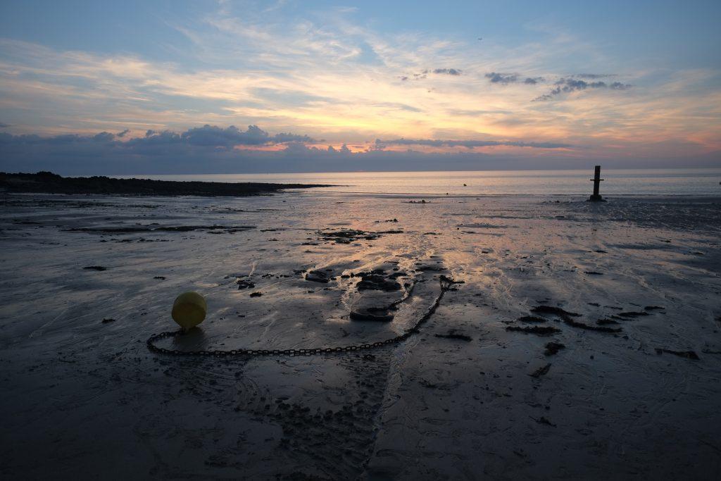 La belle plage de Granville au coucher du soleil
