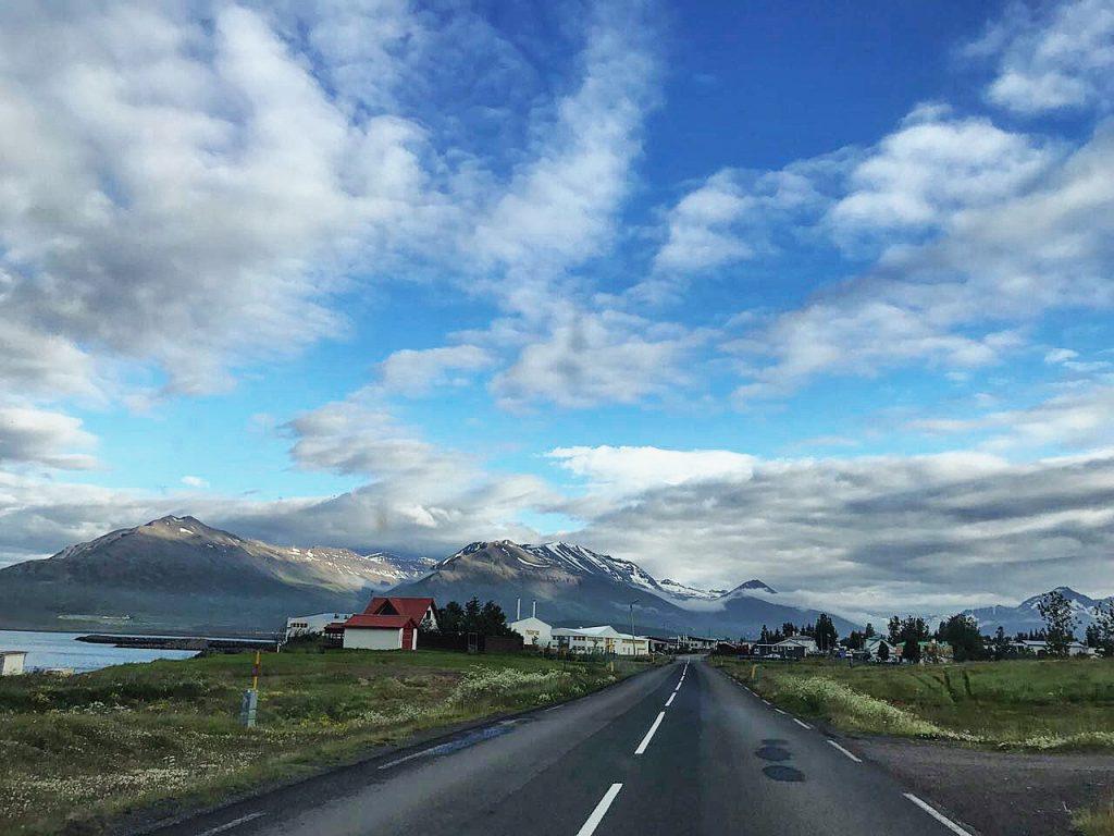 Voyager sur les belles routes d'Islande