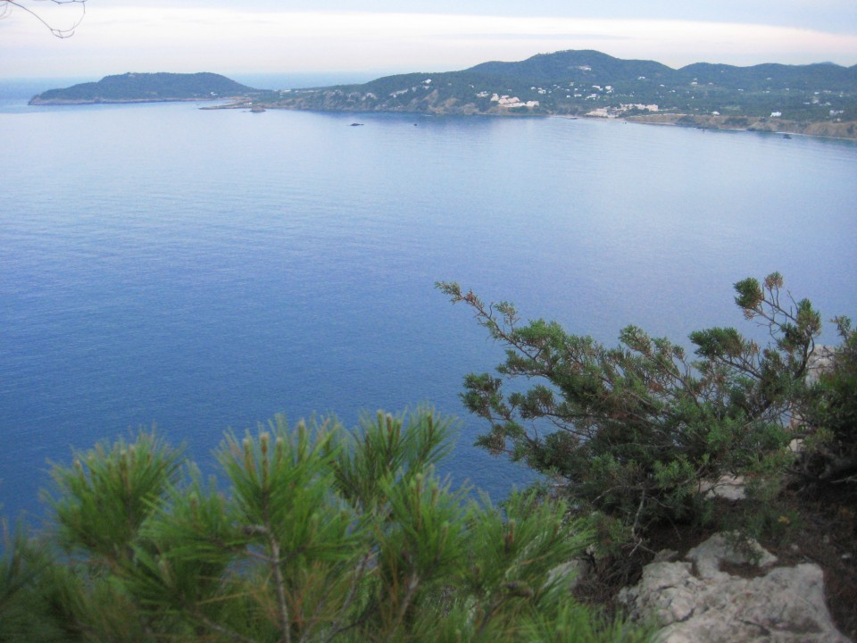 Le bord de mer souvent abrupte offre des vues magnifiques et imprenables sur la mer