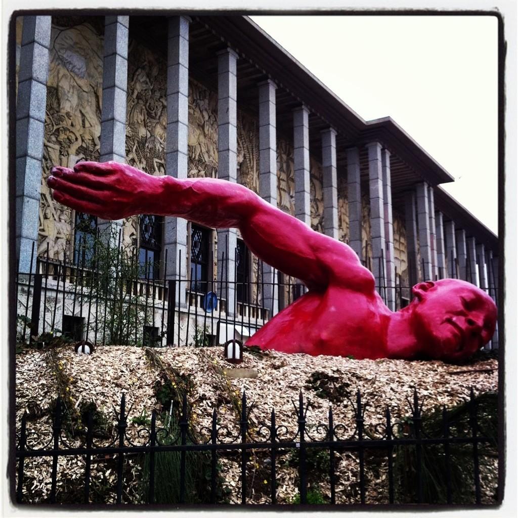 le nageur de la porte Dorée à Paris