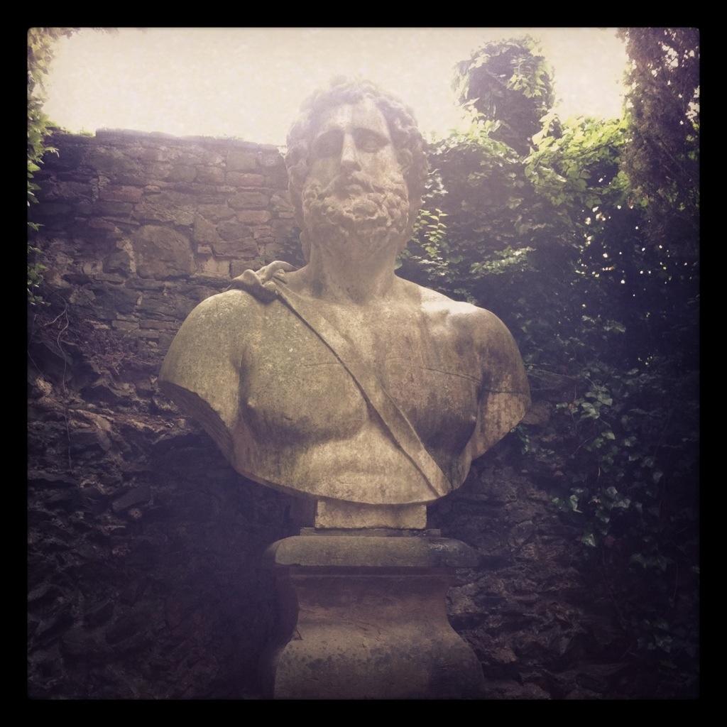 Un superbe buste dans les jardins de Florence