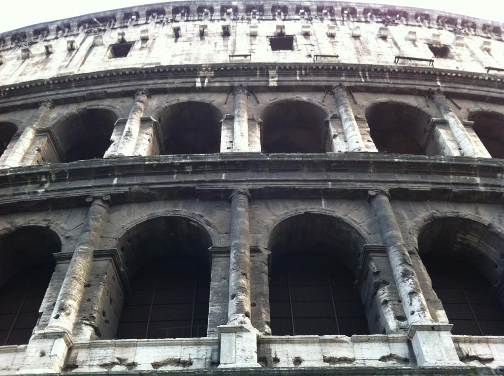 Le colisée de Rome lugubre théatre antique où l'on venait voir la mort de condamnés