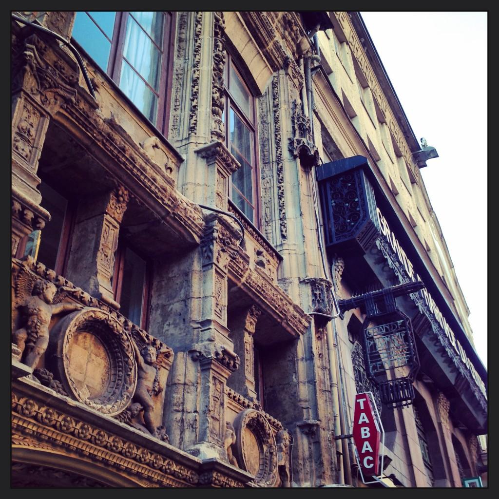 Une façade centenaire et chargée d'histoire