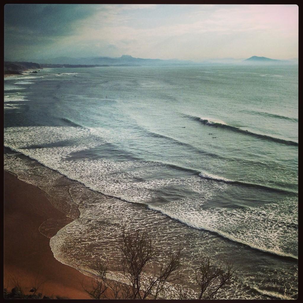 La côte des basques une vue sur l'Espagne à couper le souffle