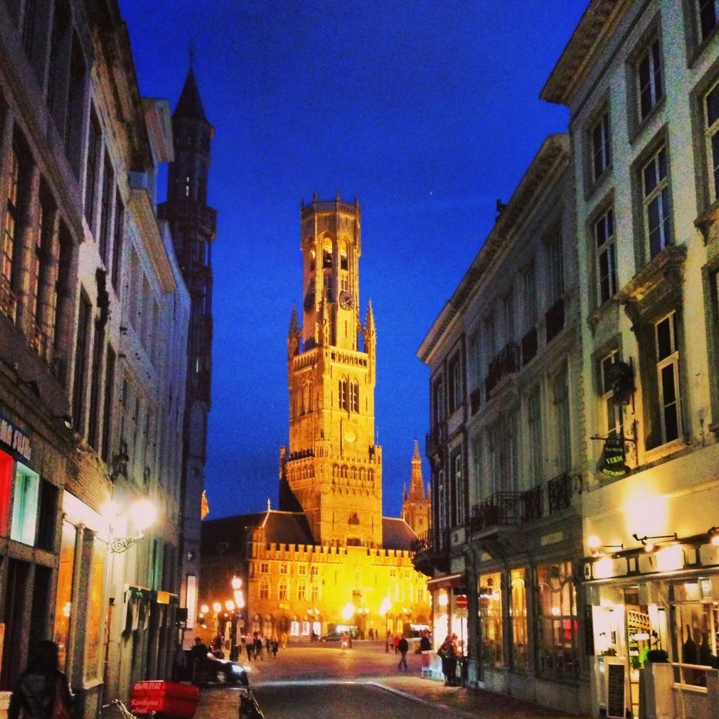 Le joli beffroi de Bruges en Flandres
