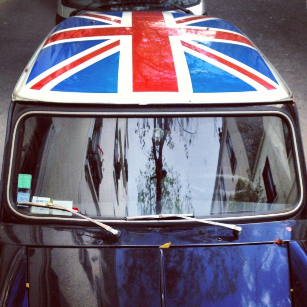 Mini Austin voiture originale sympa et retro avec escaledenuit.com