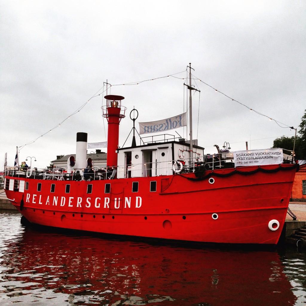 Un navire du début du XX ème siècle reconditionné en bar restaurant, Helsinki