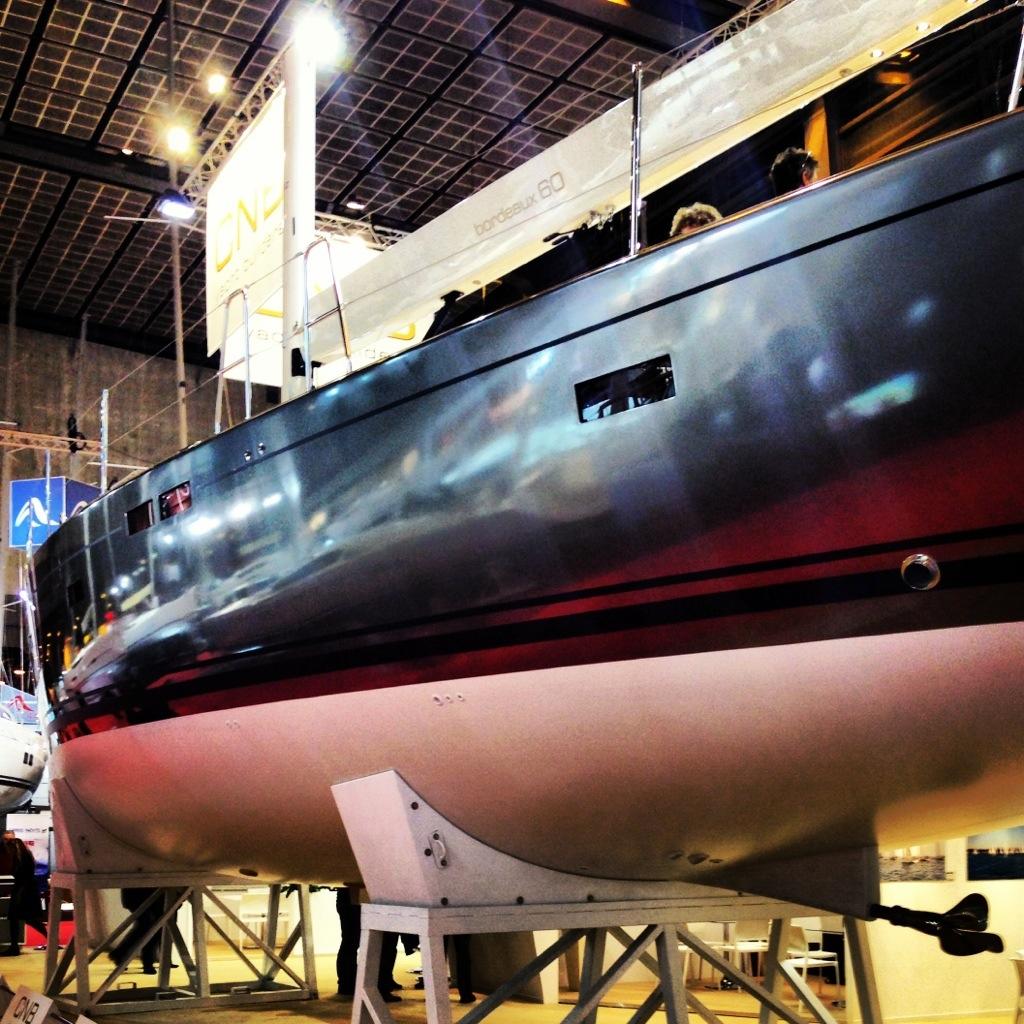 La coque du Bordeaux 60 du chantier CNB au salon nautique de Paris