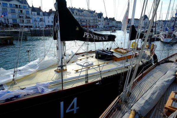 Pen Duick II au port après une journée de régate