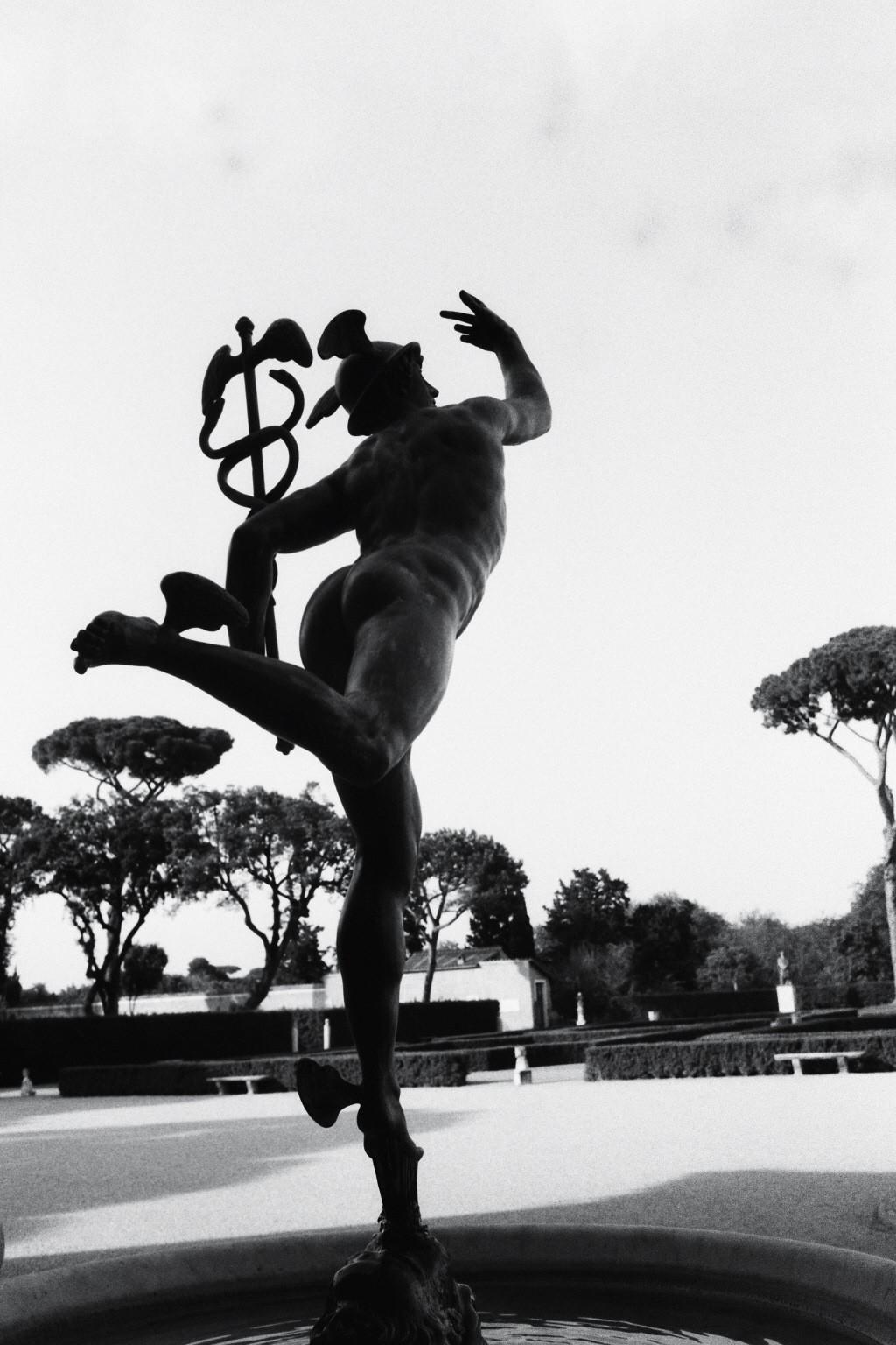 Le Dieu du commerce veille sur le parc de la Villa de Medicis