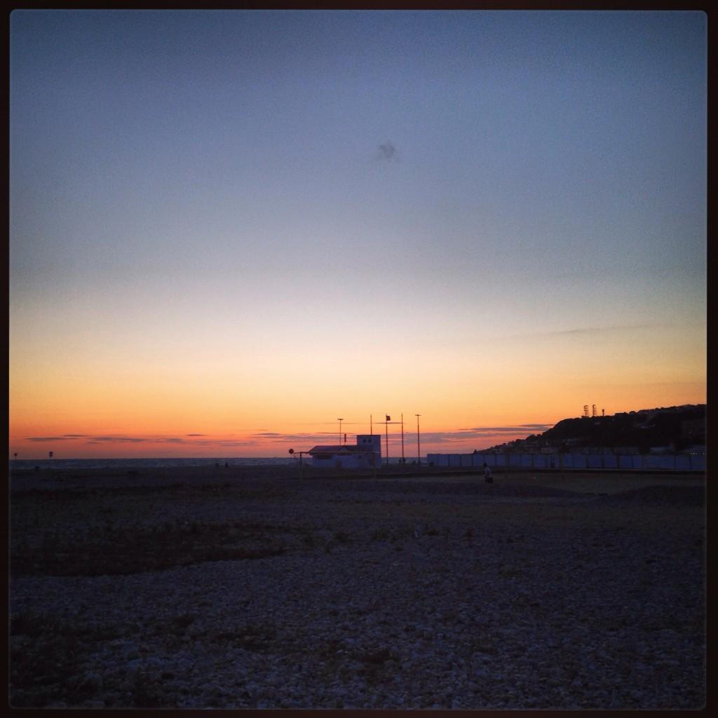 Le Havre, le voyage commence ici, à la tombée de la nuit.